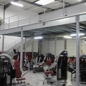 Mezzanine salle de sport : pratique, sûre et évolutive