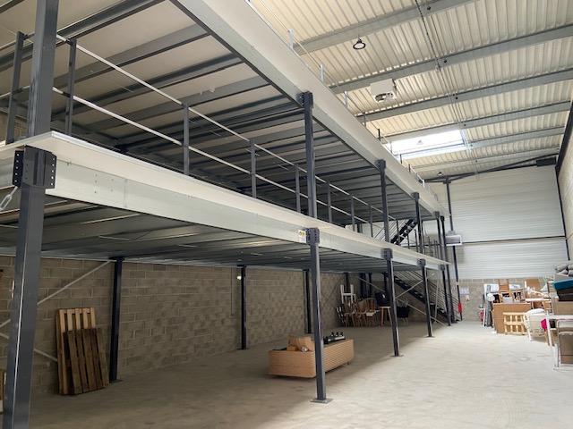 Mezzanine industrielle sur poteaux